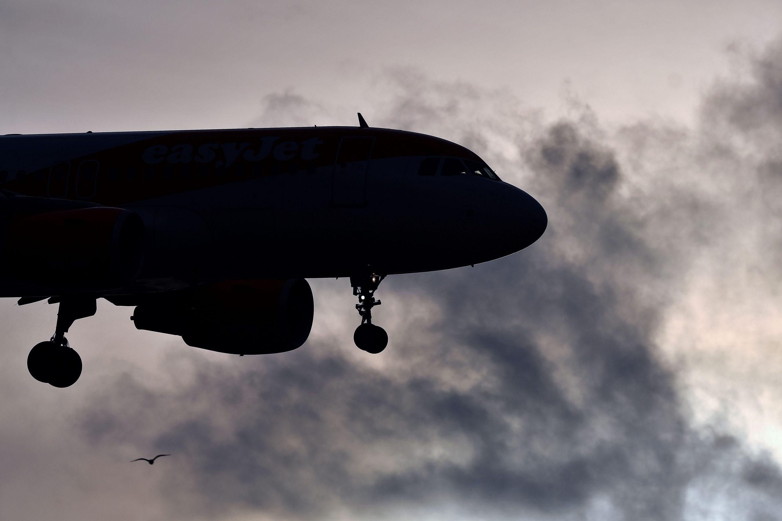Photo of يطلب أعضاء مجلس الشيوخ من شركات الطيران تقديم المبالغ المستردة لجميع الركاب