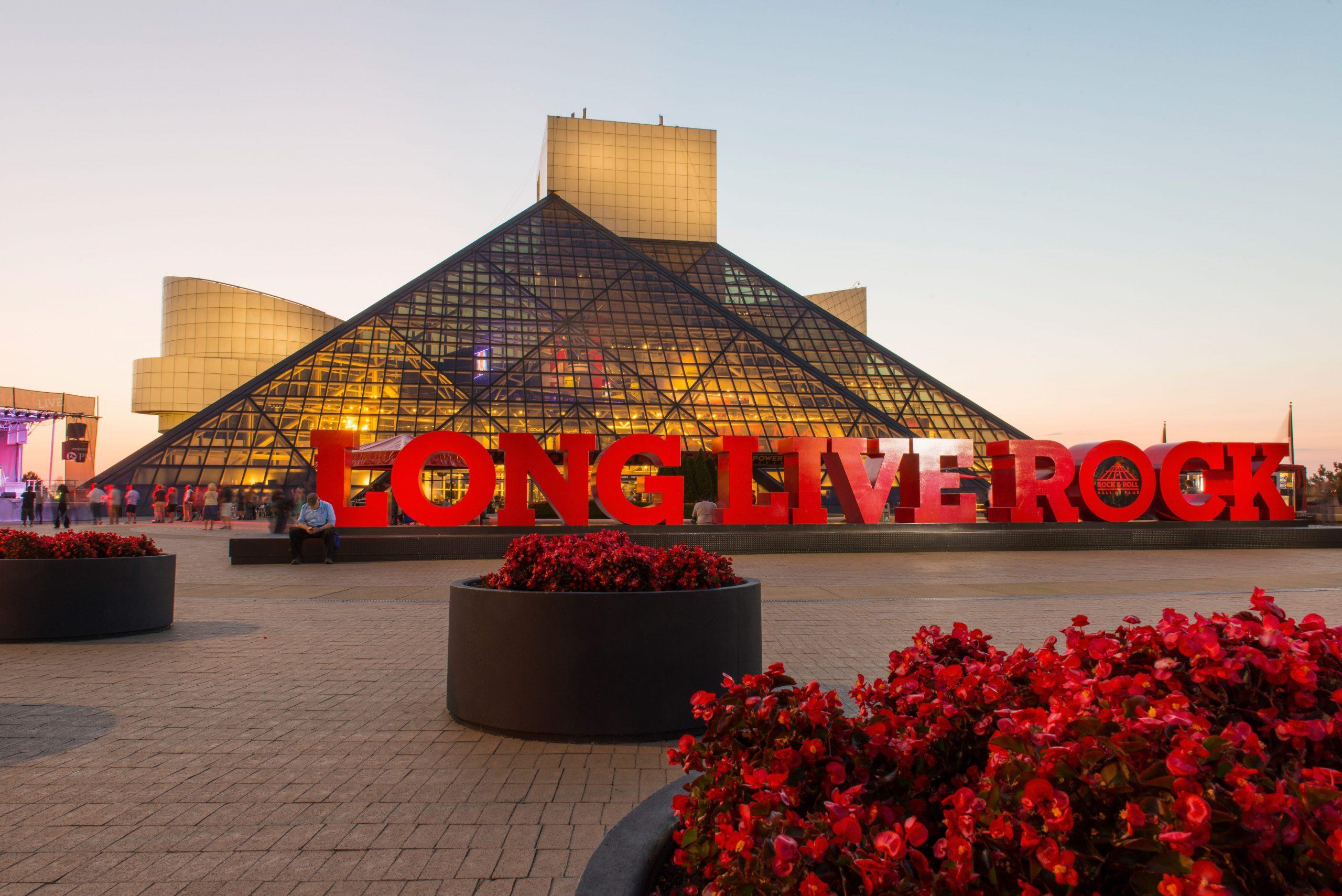 Photo of تم تعيين Rock and Roll Hall of Fame لإعادة فتحه مع احتياطات فيروسات التاجية