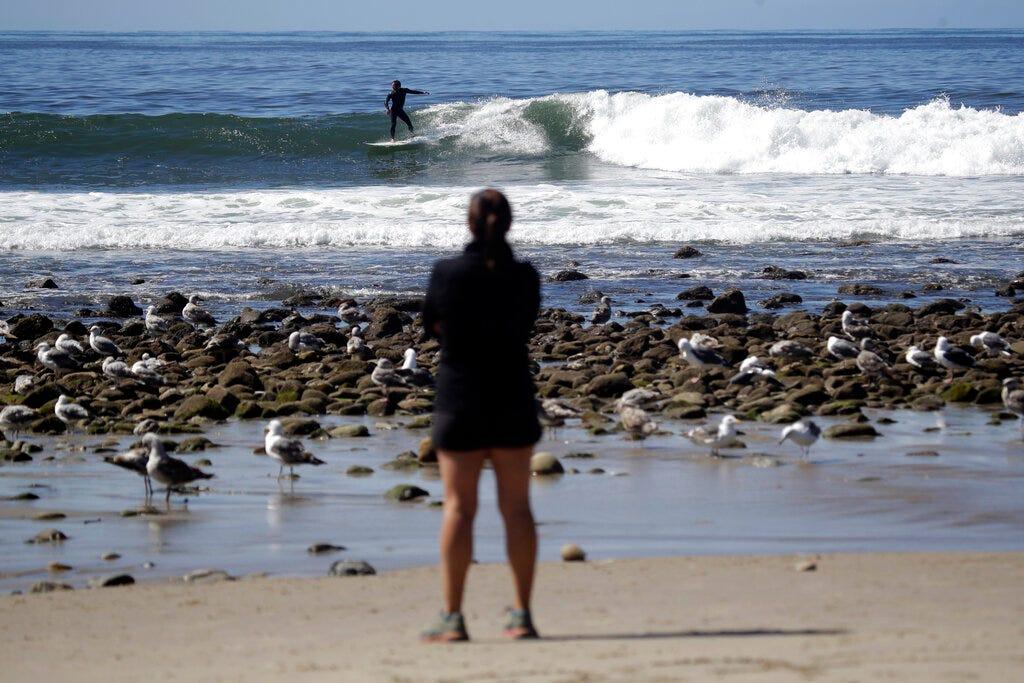 Photo of مقاطعة لوس أنجلوس تعيد فتح الشواطئ التي أغلقتها المخاوف من الفيروس
